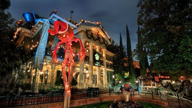 haunted-mansion-holiday-00